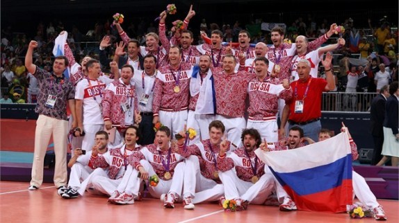 Rusia merayakan dengan medali emas mereka